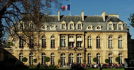 Elysée cuts costs but told to do more