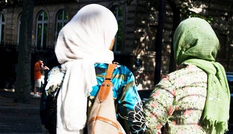 Headscarf ban ruled out for school mums
