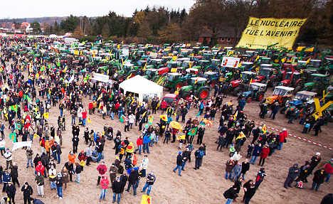 Protests as nuclear waste train reaches terminus