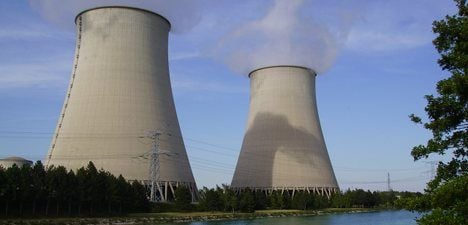 Nuclear plant invaded by Greenpeace activists