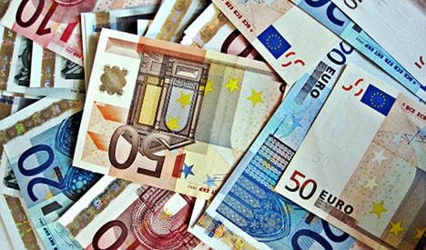 France shrugs off downgrade with successful bond sale