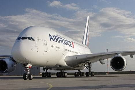 Half of Air France flights hit on 2nd day of strike