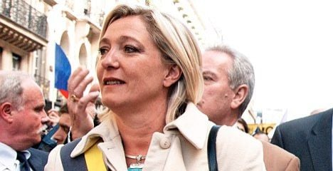 Le Pen gets backing to stay in race