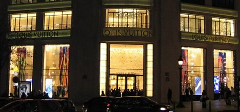French luxury shops face curfew