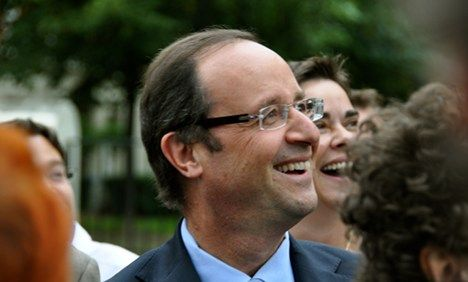 Frugal Hollande takes train to Brussels summit