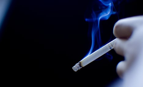 France to crack down on smoking - minister