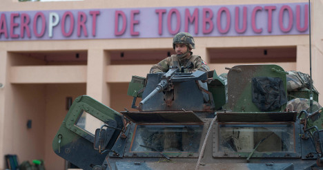 Troops patrol Timbuktu after hero's welcome