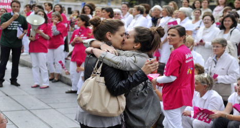 Gay marriage row moves to French parliament