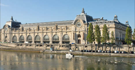 Musée d'Orsay kicks out family for 'smelling bad'