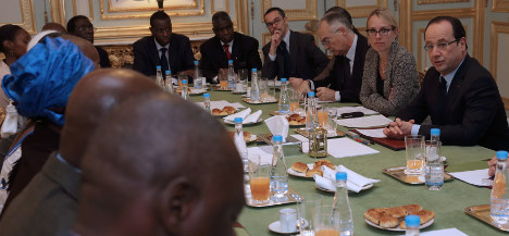 Mali crisis gives Hollande chance to boost image
