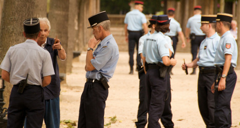 France orders police officers to be more polite