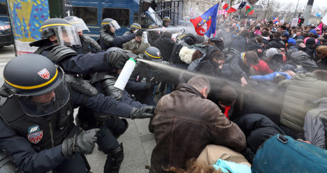 Clashes erupt at anti-gay marriage protest in Paris