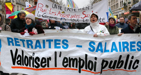 EU orders  France to reform pensions and jobs