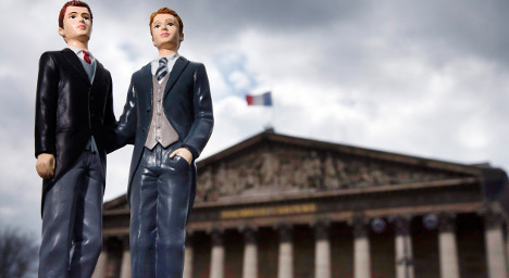 Hollande set to sign gay marriage into French law