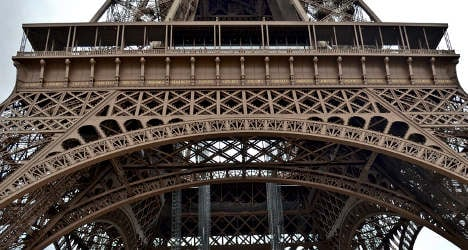 Eiffel Tower strike leaves tourists grounded