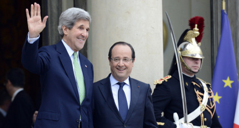 Hollande calls for EU united front on spying