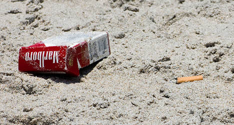 Minister wants smoking ban in parks and beaches