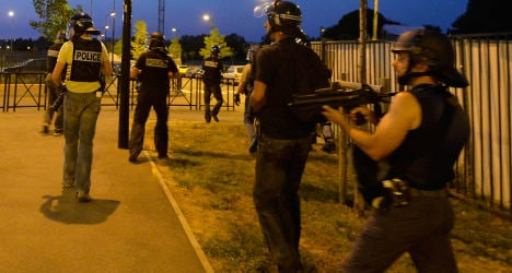 Paris veil riots: Violence has been 'contained'