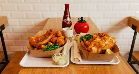 British chippy gives Paris taste of le fish and chips