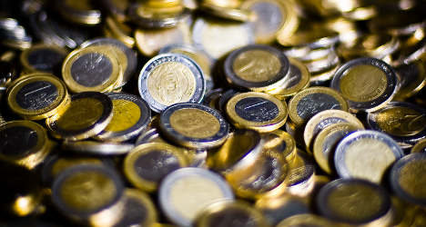 €1 coins land Chinese tourists in Paris jail cell