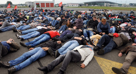 Slaughterhouse workers blockade French airport