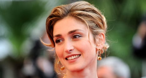 Actress Gayet sues Closer over affair story