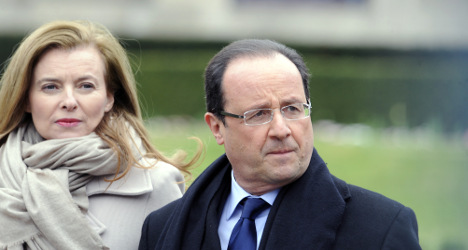 Hollande pays visit to 'first lady' in hospital