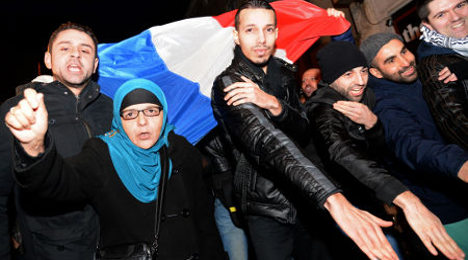 Anti-racism groups to sue over 'quenelle' sign