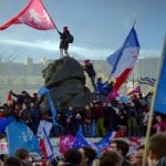Hollande puts off family law to avoid new fight