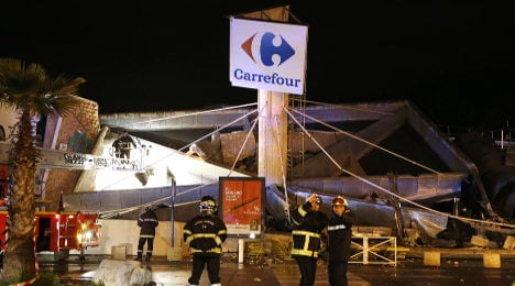 Carrefour hypermarket roof collapses in Nice