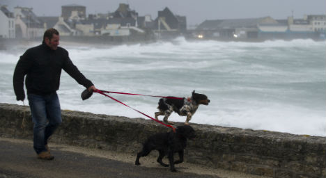 Storm leaves 100,000 homes without power
