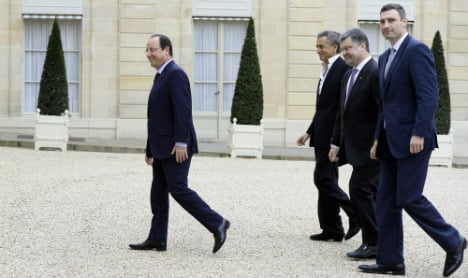 Hollande warns of 'new measures' against Russia