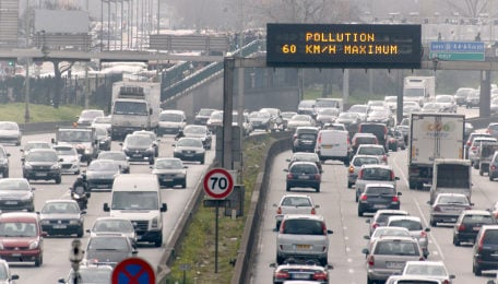 Speed limits imposed as pollution returns to Paris