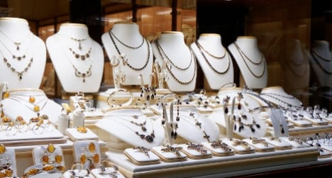 Family pretend to be French to rob jewellers
