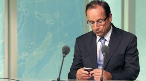 President bars mobiles from cabinet meetings
