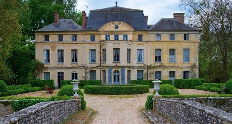 French actress Deneuve to sell €4m château