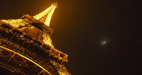 Paris: Drunk arrested for scaling Eiffel Tower