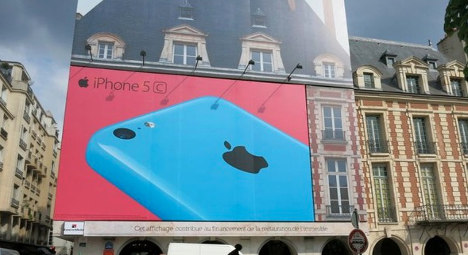 Apple iPhone ad in Paris square to be torn down