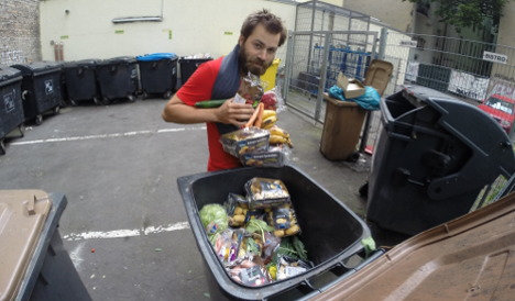 Frenchman eats from Europe's bins in protest