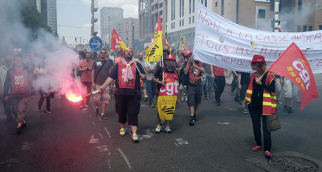 French rail workers again extend their strike