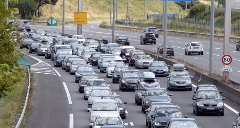 Should France let drivers into emergency lanes?