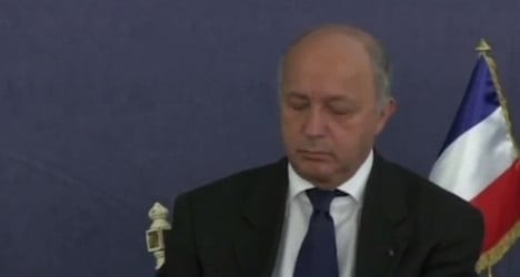 French foreign minister dozes off in meeting