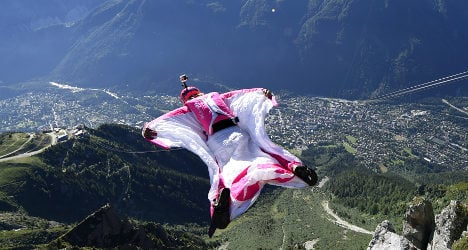 Thrill-seekers risking life and limb in French Alps