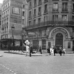 This picture taken during the Battle of Paris shows first aid workers with armbands and Red Cross flags running with a strecher rue de Rivoli in Paris next to Chatelet subway station as the French Forces of the Interior (FFI) fight against mititiamen and last occupying German forces a few days before the liberation of the capital city during World War II.Photo: AFP
