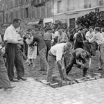 Parisians dig up cobblestones in order to build one of the 600 barricades that were erected in response to the call of Colonel Rol-Tanguy, Chief of the French Forces of the Interior (FFI) between 22 and 24 of August 1944.Photo: AFP