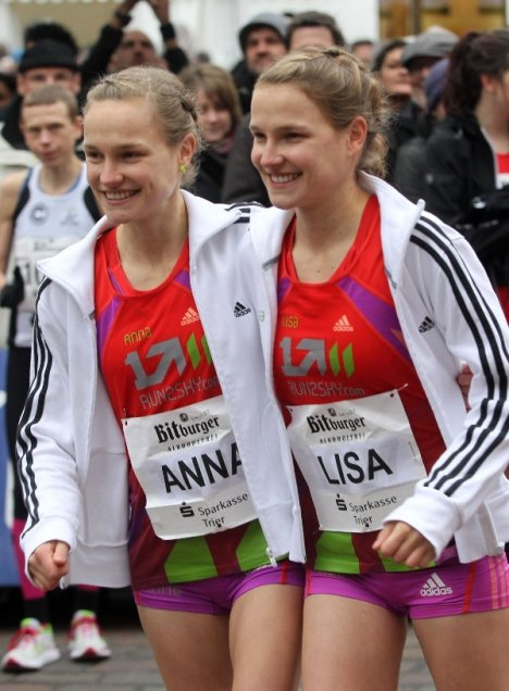 Anna and Lisa prepare for a race together. Photo: DPA