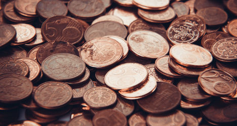 Irate woman pays taxes with 30 kilos in coins