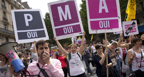 Top French court bolsters gay adoption