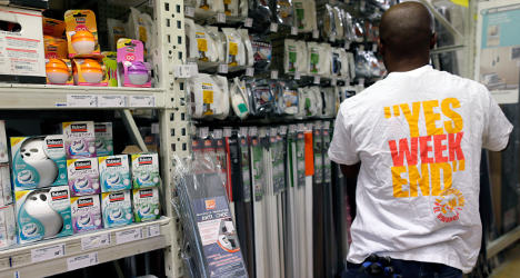 Minister wants to soften Sunday shopping ban