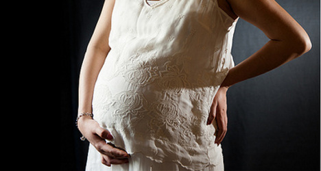 French surgeons operate on foetus in womb